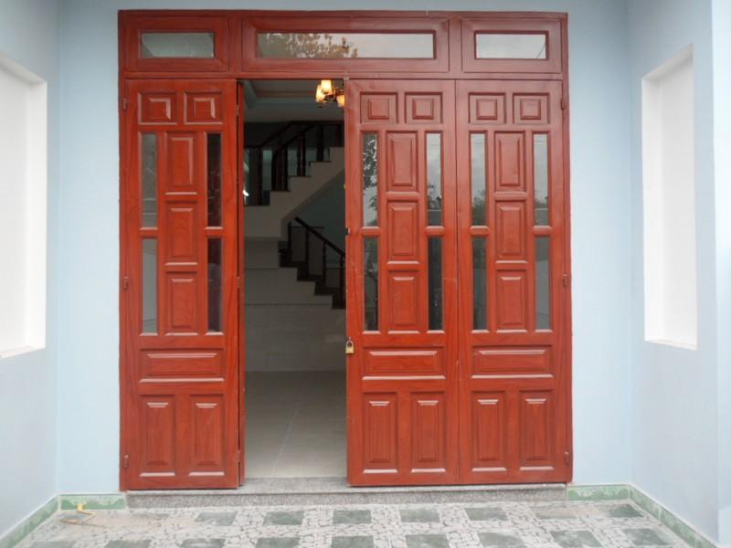 Có nên thiết kế cửa chính 4 cánh cho ngôi nhà hay không?