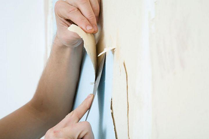 Bí quyết bóc giấy dán tường cũ dễ dàng của các chuyên gia xây dựng
