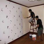 Liệu tường quét vôi có dán giấy dán tường được không?