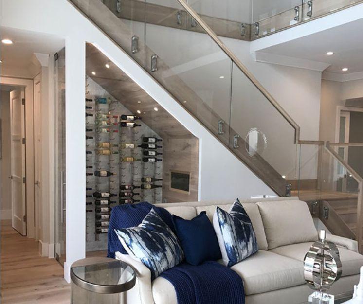 tủ rượu dưới gầm cầu thang